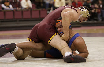 Photo: 197 – #12 Scott Schiller, Minnesota, fall Cody Dixon, Boise State, 1:31. Photo by Mark Beshey.