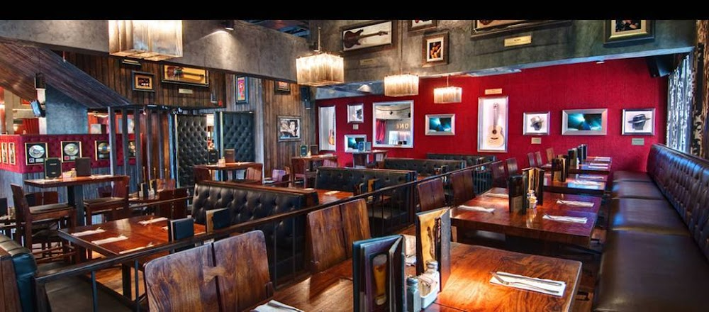 best-pubs-in-delhi-Hard-Rock-Cafe-image