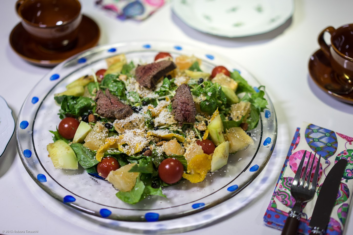 エゾシカ肉・グレープフルーツ・レタス等を合わせたパワーサラダ