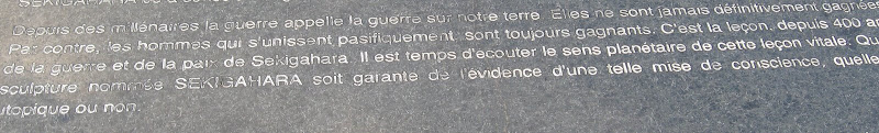 Photo: Texte interessant... regardons la sculpture...