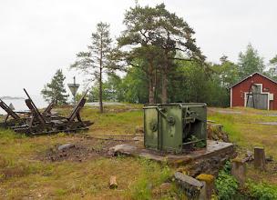 Photo: Örön rakennuksista ensimmäinen satamasta lähdettäessä on Martintelakka.