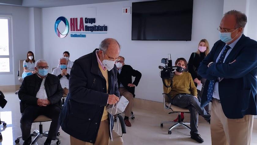 El doctor Morata ha sido despedido por sus amigos y compañeros del HLA Mediterráneo.