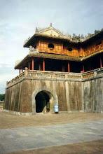 Photo: Ngọ Môn - cánh trái