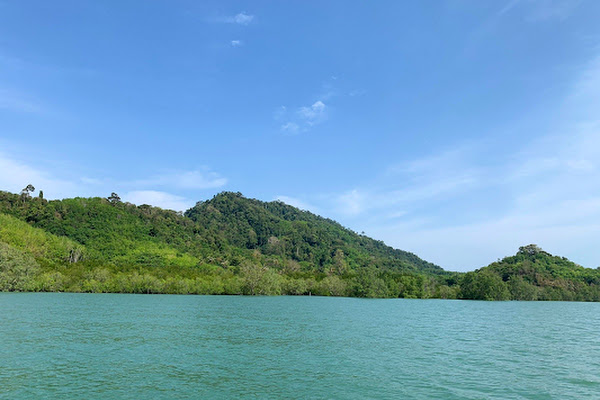 Cruise on board a speed boat to Talabeng Island