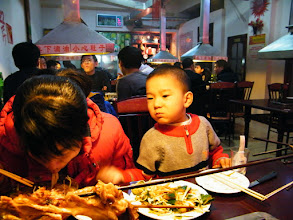 Photo: dinning family.