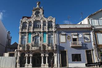 Photo: Enfrente del jardín está el Museu da Cidade de Aveiro. Aveiro tiene una importante ruta del modernismo.