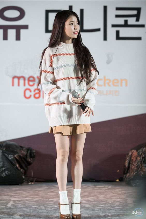 IU sweater 4