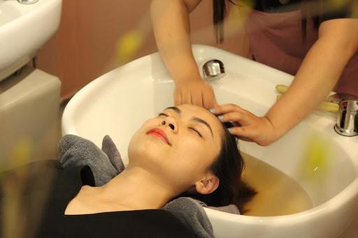"""gội đầu không hóa chất , """"đau phê, đau đã"""" vai gáy massage shiatsu nhật bản"""