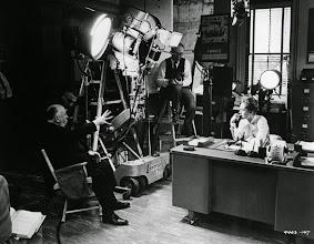 """Photo: Hitchcock dirige Tippi Hedren em """"Marnie, confissões de uma ladra""""."""