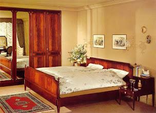 Photo: Schlafzimmer Comtess Mahagoni, BAYER Stilmöbel