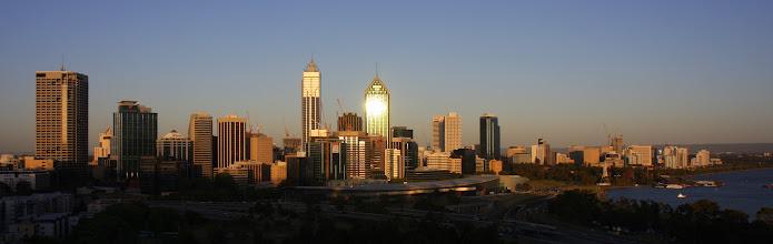 Photo: Skyline von Perth im Sonnenuntergang