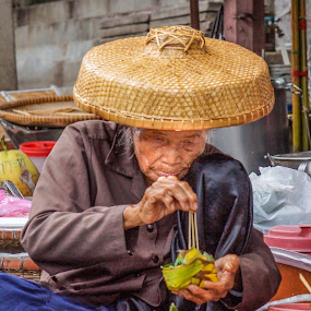 Making Breakfast by Martin Jacobvitz - People Street & Candids ( asia, people )