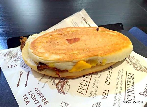 福嗑Lucky Eat 熱壓·古巴·三明治:主打古巴三明治、美義風味漢堡、沙拉、炸物與飲品,餐點美味用餐又舒適!