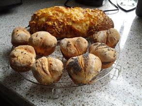 Photo: Uienbrood en mini-broodjes voor bij de Lasagne
