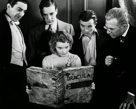 "Photo: Foto promocional com os atores de ""Dracula"". Da esquerda para direita: Bela Lugosi, David Manners, Dwight Frye, Edward Van Sloan e Helen Chandler. http://filmesclassicos.podbean.com"