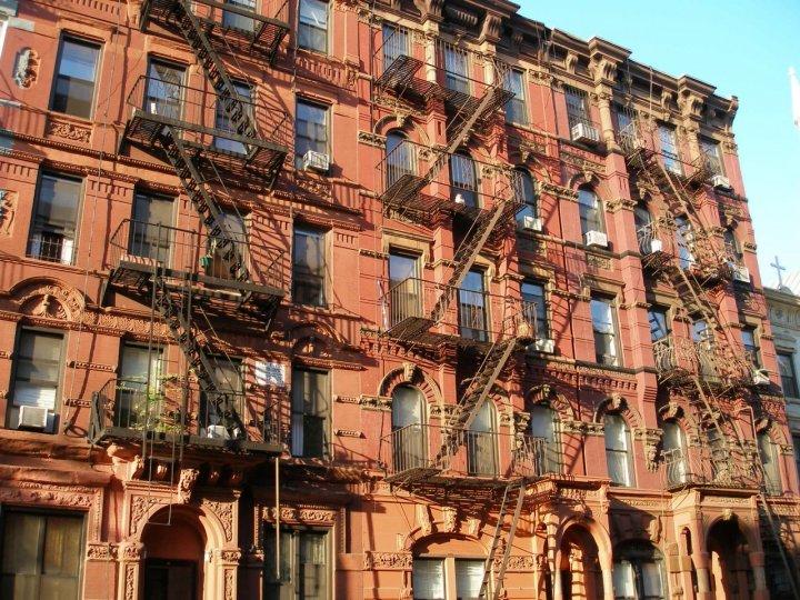 New York e la babele di finestre balconi di mgc186