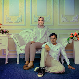 color vintage couple  by Mas Sutris - Wedding Getting Ready
