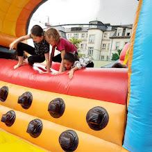 2021-06-22-23 Nafukovací dráha ve sportovním areálu pro žáky školy