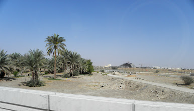 Photo: the fence is the oman border