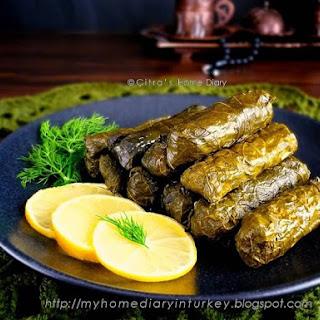 Kıymalı Yaprak Sarması / Turkish Grape Leaves stuffed with rice and meat.