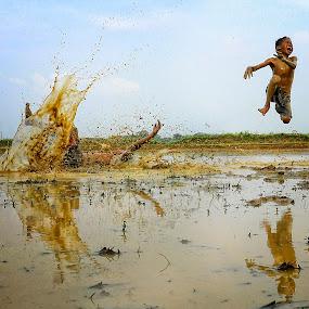 Lompat disawah by Doeh Namaku - Babies & Children Children Candids ( kids playing in summer )