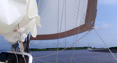 Photo: Meeting traffic in a shallow curve along the Georgia ICW