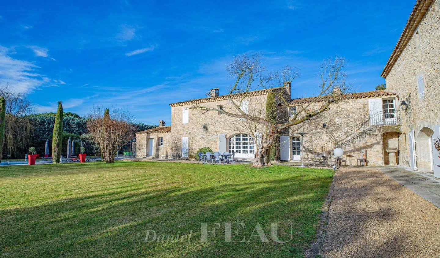 Property with pool Vaugines