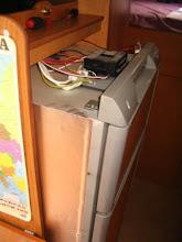 Photo: Y empujando el frigo empieza a salir.
