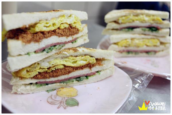 早餐晚餐都可以吃到平價且料多的『大ㄎㄡ胖碳烤三明治』 必吃 小吃 便宜 排隊店 美食 Food Kaohsiung Eat