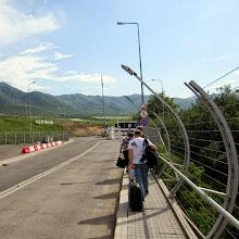 Photo: Kävellen rajan yli uuteen maahan