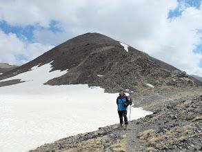 Photo: Amb el Cim de la Roca Blanca al darrera, a punt per pujar-lo des del collet que el separa del Pic Fontnegra