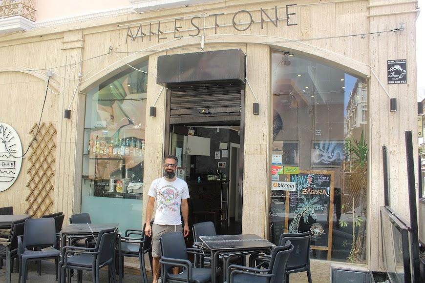 Bar Milestone, ubicado en calle San Francisco de Asís.