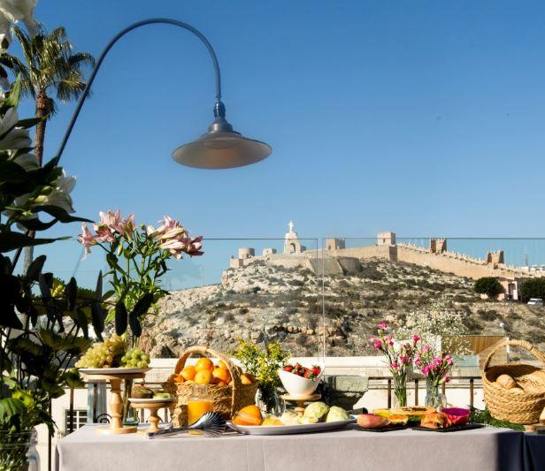 Desayunos en la terraza del Hotel Aire.