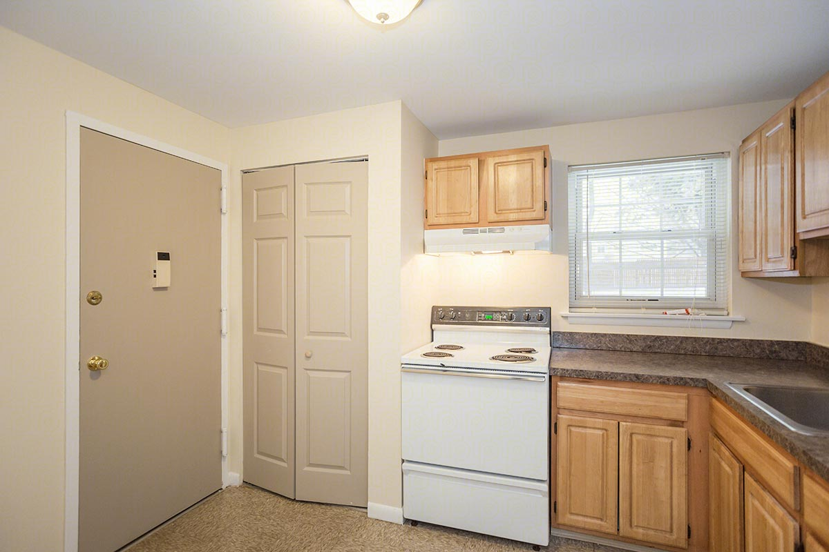Two bedroom flat floorplan 2 bed 1 bath willow arms apartments in simsbury connecticut for 2 bedroom apartments hartford ct