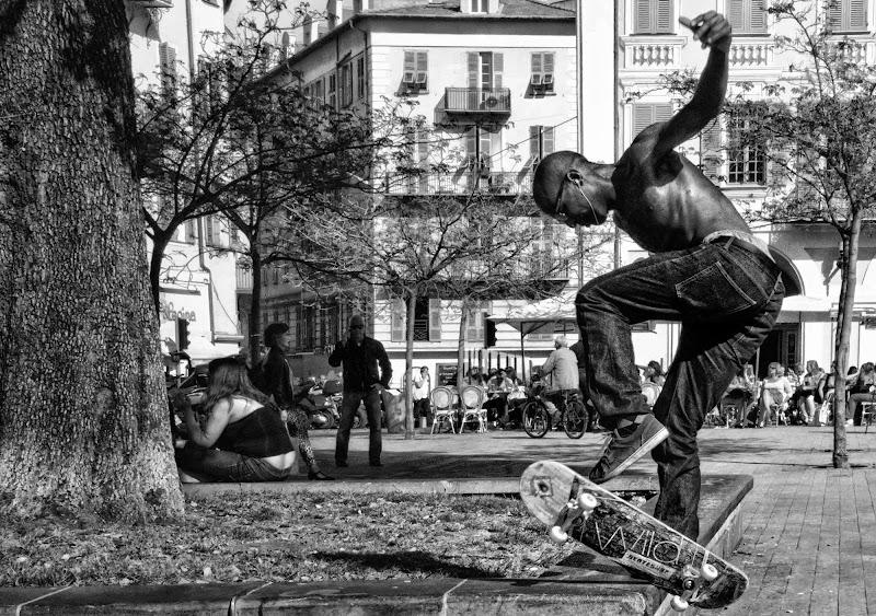 Sole, skate e relax in Place Garibaldi (Nizza) di mt antona