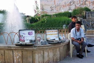 Photo: Do you wish a photo? Hawlêr (Erbil), South Kurdistan (Iraq), 2011