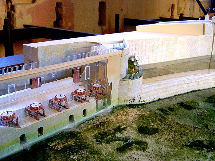 Photo: Detalle de maqueta que simula el funcionamiento de los molinos