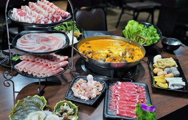 吃到飽488元免服務費,大肉盤、海鮮、火鍋料、季節時蔬都可無限暢飲,升級188元肉片再升級!高雄火鍋推薦拾貝鍋物