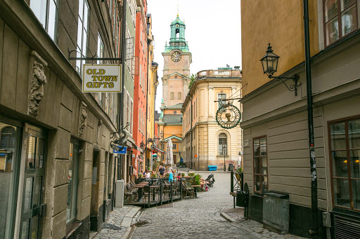 Entrance-to-public-square-in-Gamla-stan.jpg - The entrance to the main public square in Gamla stan, Stockholm's old town.