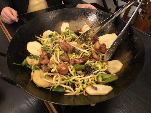 獨特少見的菜色,每道菜都用心製作;用料新鮮實在;調味簡單吃得出原味;特別是服務講解很優。推薦給希望在舒適環境優閒享用美食的人~