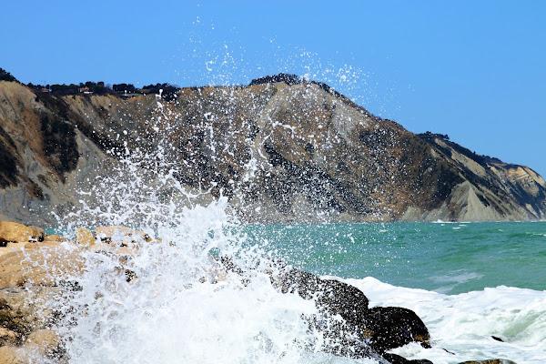 Viviamo come onde di energia nel vasto oceano dell'energia. di Giannigiansanti