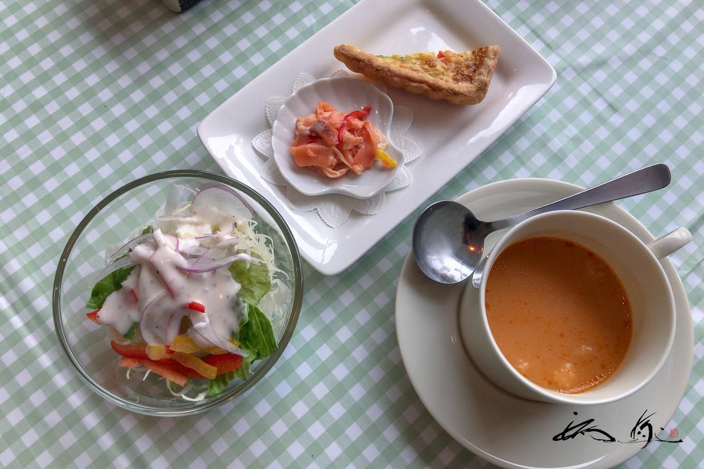 アミューズ、サラダ、スープ