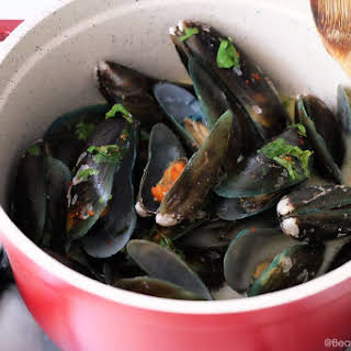 Drunken Mussels in Garlic Butter Sauce.