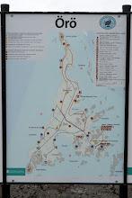 Photo: Örö-esitteen kartta. Me kiersimme eniten sinisen reitin alueilla, mutta hiukan myös punaista.