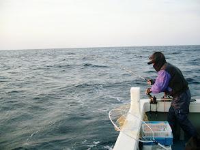 """Photo: 釣り師""""戸田さん""""は相変わらずよく釣る。"""