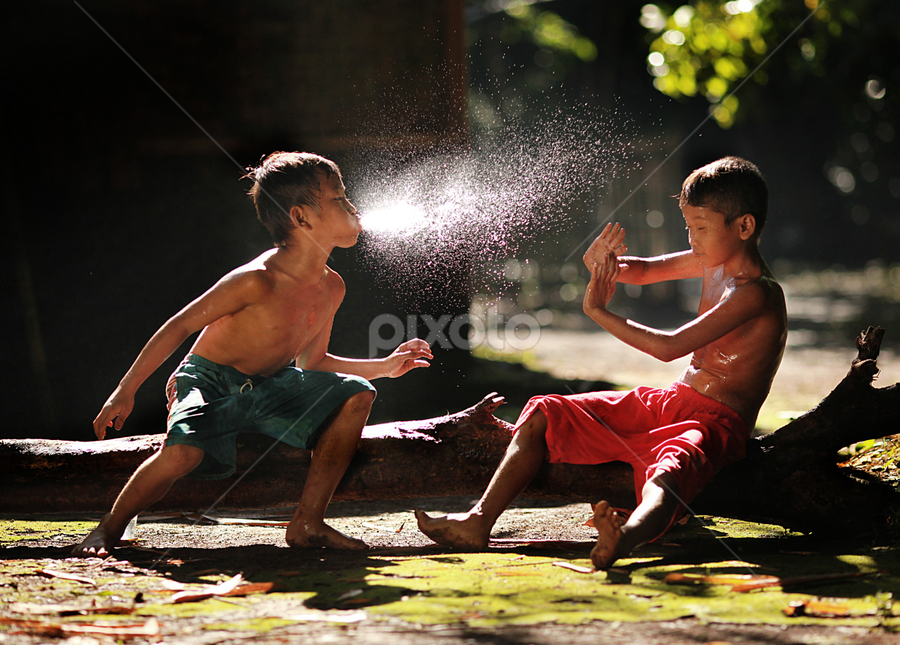 Playing by Don Sugeng - People Street & Candids ( playing, concept, village, potraits of men, children )