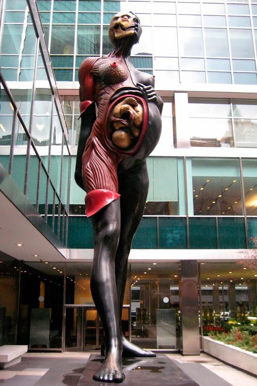 Verity, a estátua polêmica da mulher grávida