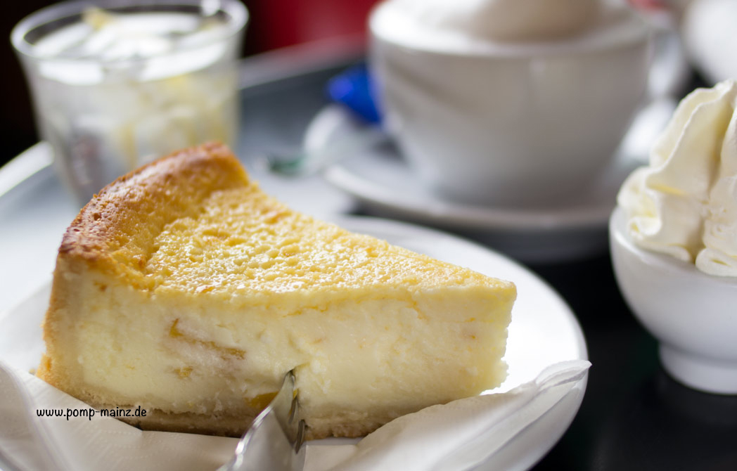 Photo: POMPs Käsekuchen  frische, hausgemachte Kuchen in verschiedenen Sorten finden Sie in täglich wechselnder Auswahl an unserer Kuchentheke.