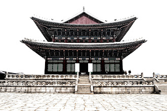 Photo: A last look at the throne hall Geunjeongjeon before heading to the west exit.