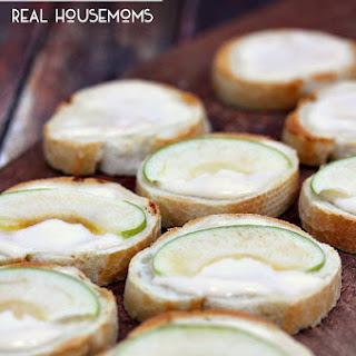 Apple Brie Bruschetta Recipe